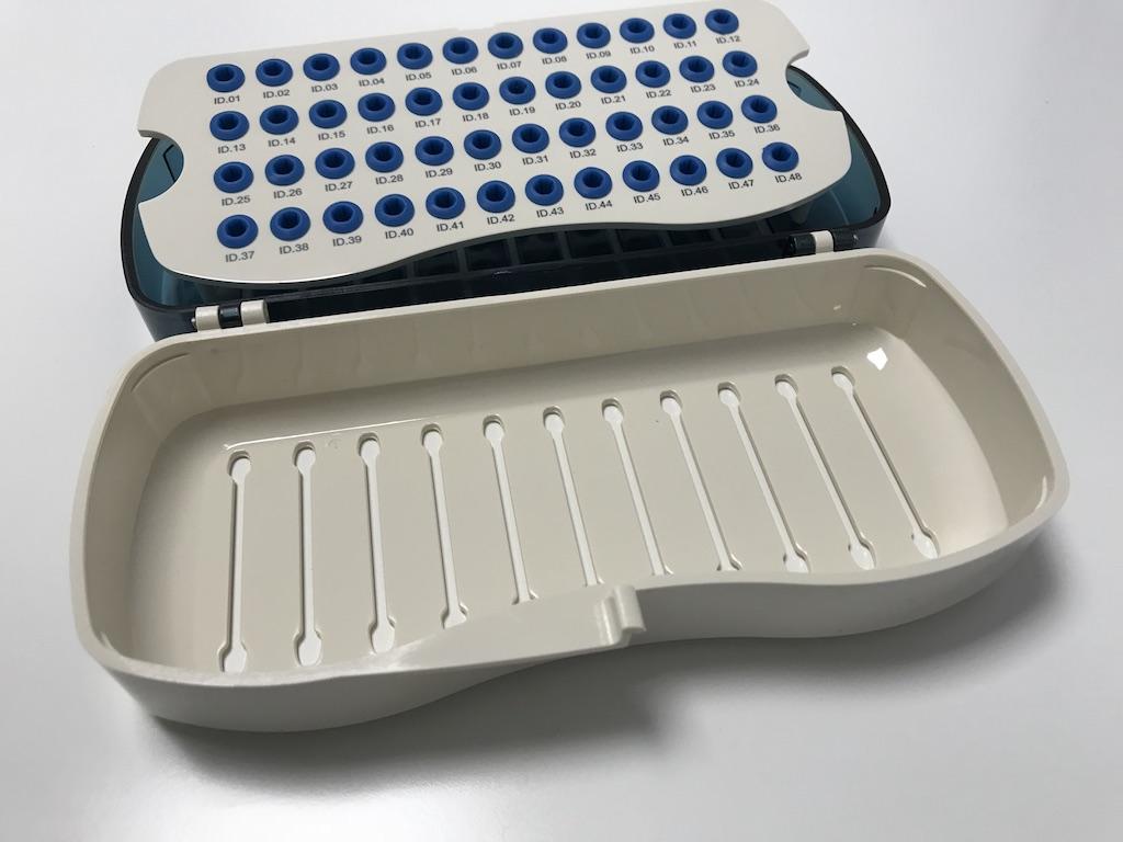 Caja de verificación de Implantes dentales